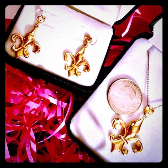 New 14K Gold Fleur De Lis Pendant